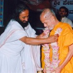 Art Of Living Sri Sri Ravishankar offering Garlands to Sri Sri Swamiji